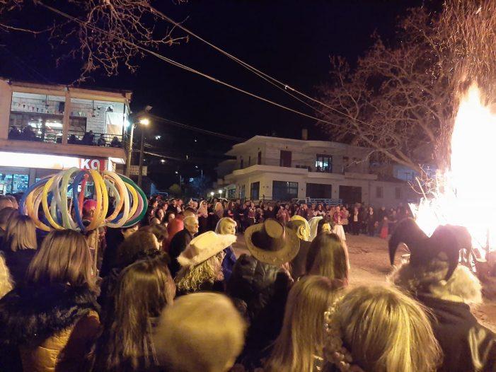 Bashkia Dropull feston karnavalet në Dervician (FOTO)