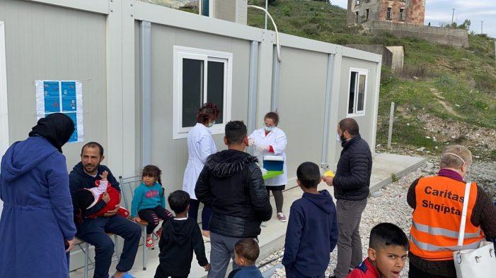 Nis vaksinimi i fëmijëve të refugjatëve në kampin pritës të Gjirokastrës