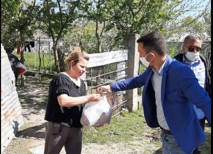 Libohova në karantinë, ndihma ushqimore për familjet në nevojë