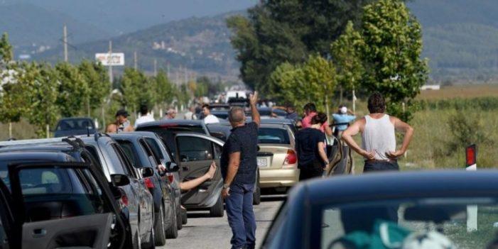 Emigrantët në radhë, arrihet marrëveshja me Greqinë, Kakavija e Kapshtica hapur deri në orën 22:00