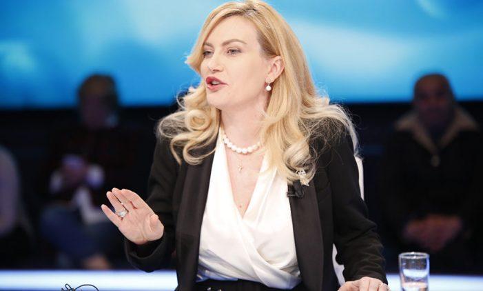 Ish-deputetja e PD-së: Avni Rustemi ishte një vrasës me pagesë, nuk meriton të nderohet (VIDEO)
