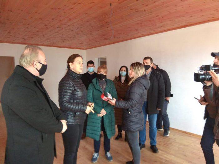 Restaurohet shtëpia e Avni Rustemit në Libohovë, Mirela Kumbaro: Investimi do të vijojë, synojmë ta kthejmë në muze (FOTO)