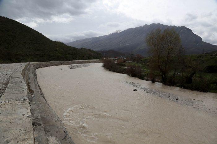 Përfundon investimi në Palokastër, Lumi Kardhiq nuk e gërryen më rrugën e as përmbyten tokat bujqësore