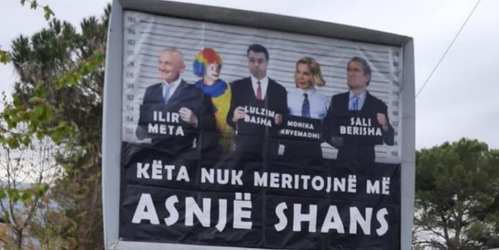 """""""Këta nuk meritojnë më asnjë shans"""", Ilir Meta denoncon billboardet e PS-së në Gjirokastër (FOTO)"""