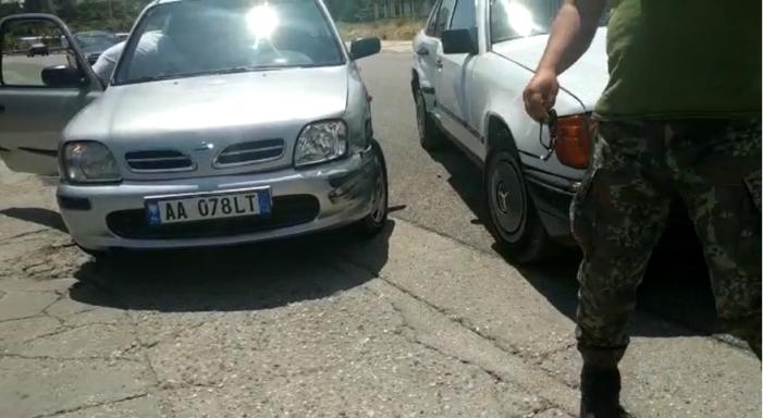 """VIDEO/ Aksident në Gjirokastër, përplasen dy makina pranë """"Gërhotit"""""""
