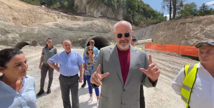 35 metrat e fundit për hapjen e tunelit, Rama në kantierin e rrugës Kardhiq-Delvinë (VIDEO)