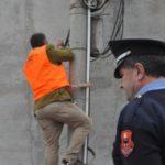 Gjirokastër, OSHEE i ndërpret dritat, por ai i rilidh. Policia shpall në kërkim 41-vjeçarin
