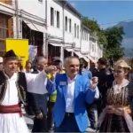 Gjirokastra çel sezonin turistik, presidenti Meta ia merr valles me Tavon (VIDEO)