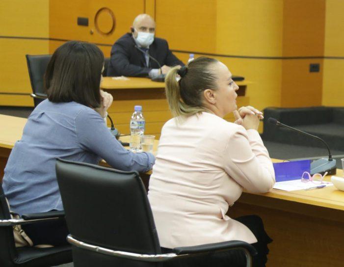 Truall në Sarandë, shesh ndërtimi në Dropull dhe vajza e shkolluar në Amerikë, gjyqtarja e Gjirokastrës, Mirela Iliopullo nuk justifikon dot pasurinë. Pritet shkarkimi të martën