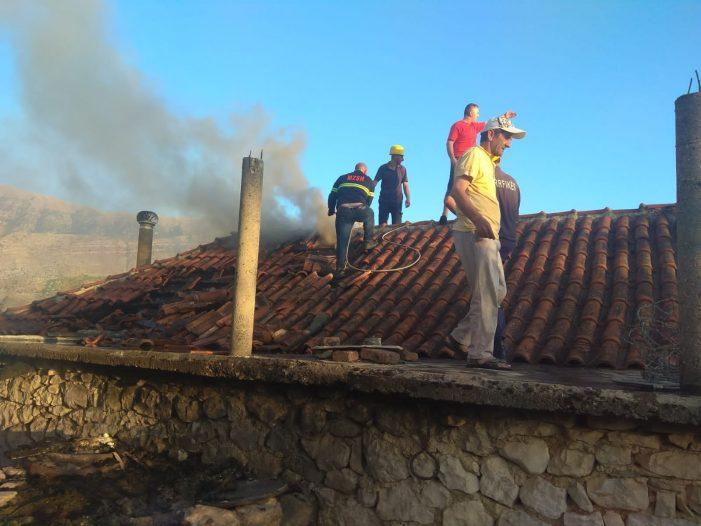 Zjarri në Suhë, digjet pjesërisht një banesë ku nuk jetonte njeri (FOTO)
